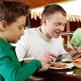 Family-eating-pizza-together